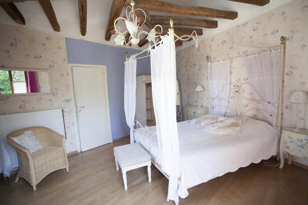 Chambre d'hotes St Fargeau Saint Fargeau Yonne Puisaye St Sauveur en Puisaye Auxerre Chablis Noyers Guédelon chambres d'hôtes de charme Table d'hôte bed and breakfast Bourgogne Vézelay golf chateau relais accomodation loding guest house guesthouse zimmer gästezimmer
